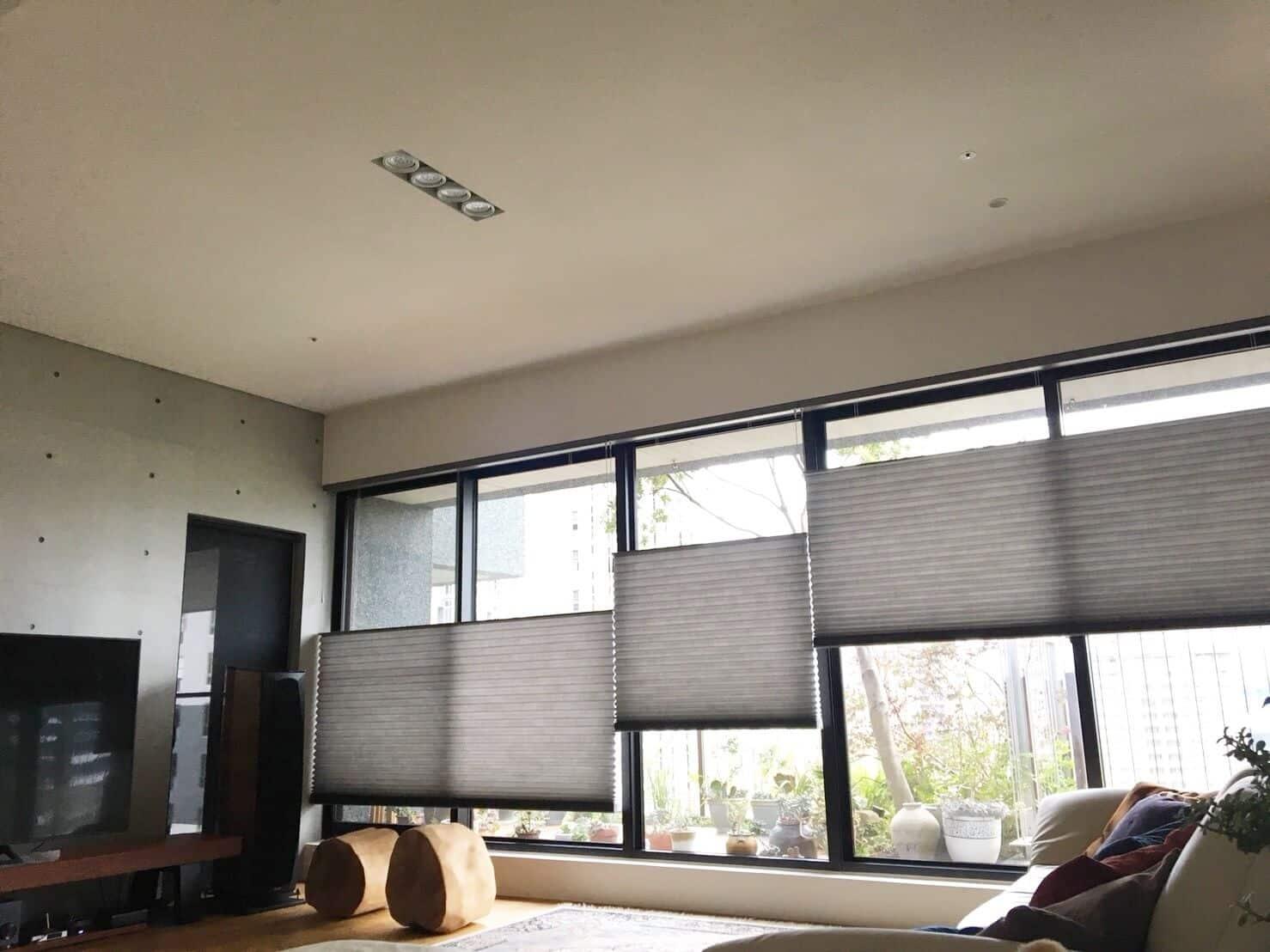 客廳窗簾顏色 推薦淡色系 HunterDouglas 風琴簾